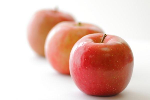 肌ナチュール リッチモイストクレンジングの成分のひとつリンゴ果汁水がある