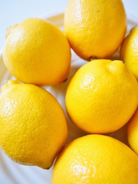黒ずみ毛穴とたるみ毛穴の原因と対策レモン